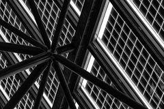 Glasdachkunstruktion mit Solarpanel