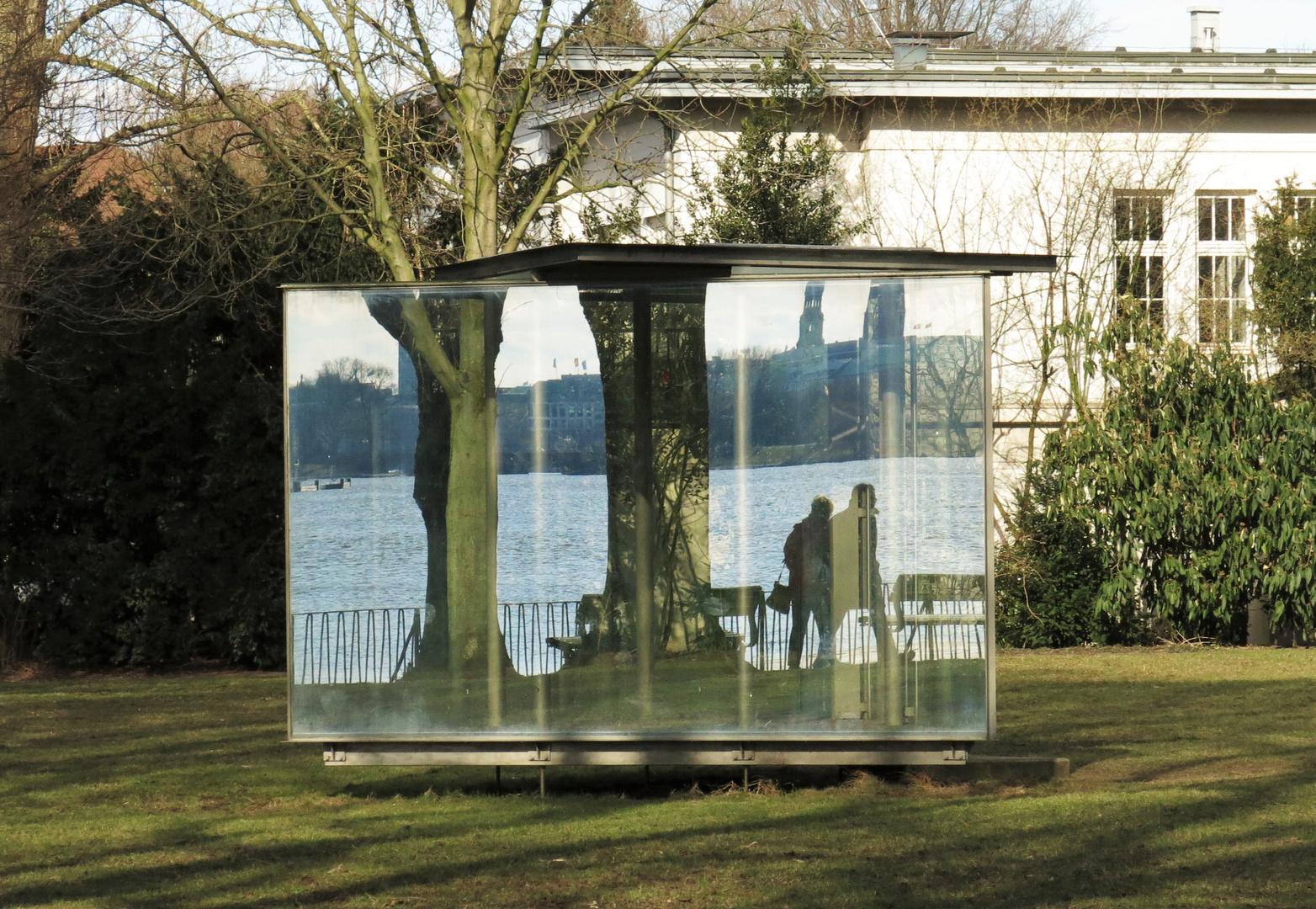 Glasobjekt am Alsterufer