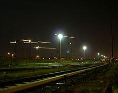 Gleisanlagen bei Nacht