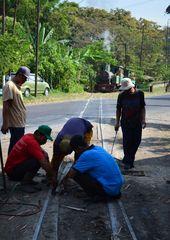 Gleisbauarbeiten auf indonesisch  - Zuckerfabrik Purwodadi