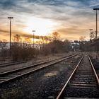 Gleise in den Sonnenuntergang
