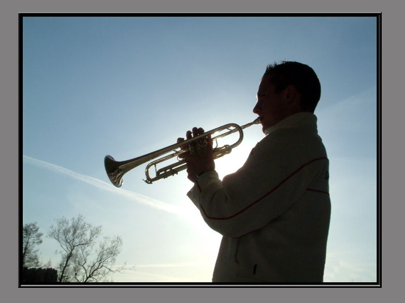 Glen mit Trompete