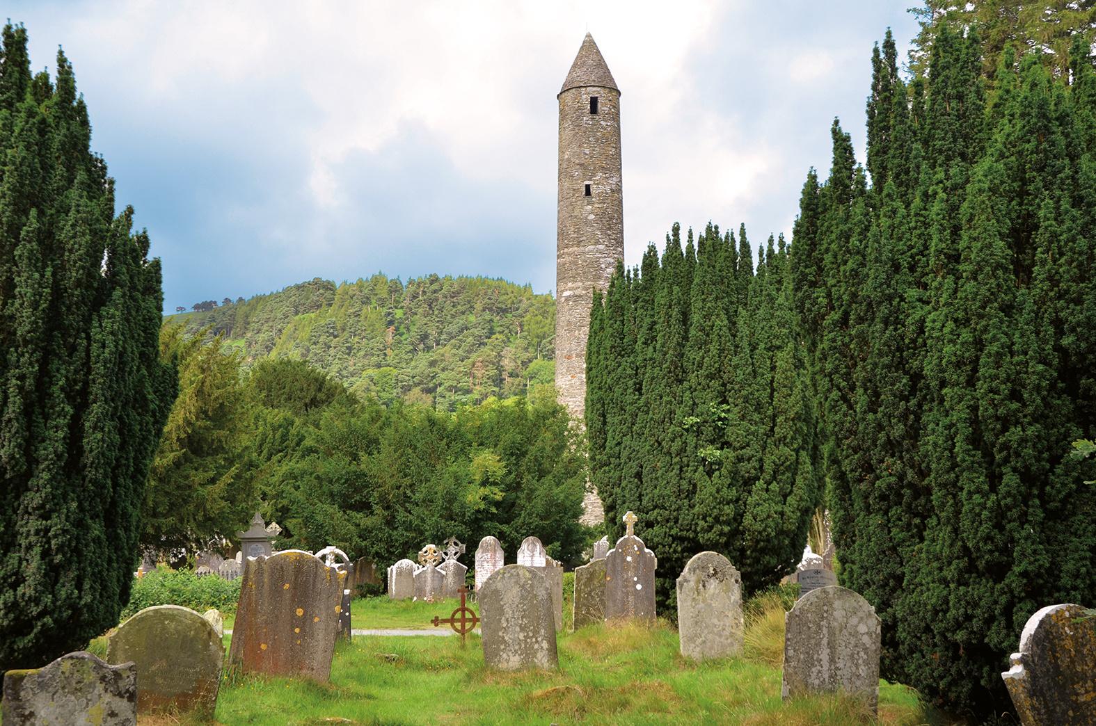 Glendalough, St. Kevins Kitchen, Friedhof und Rundturm, Irland