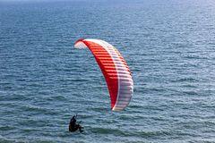 Glider über dem Meer