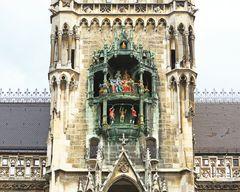Glockenspiel am Neuen Rathaus in München III