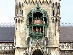Glockenspiel am Neuen Rathaus in München IV