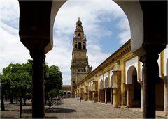 Glockenturm der Moschee