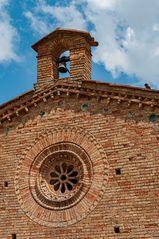 Glockenturm und Fensterrose