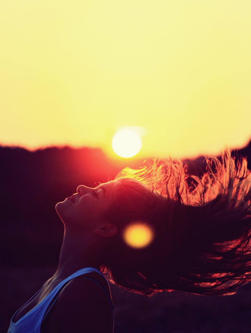 Glück ist ein Parfüm, das du nicht auf andere sprühen kannst, ohne selbst  Tropfen abzubekommen.