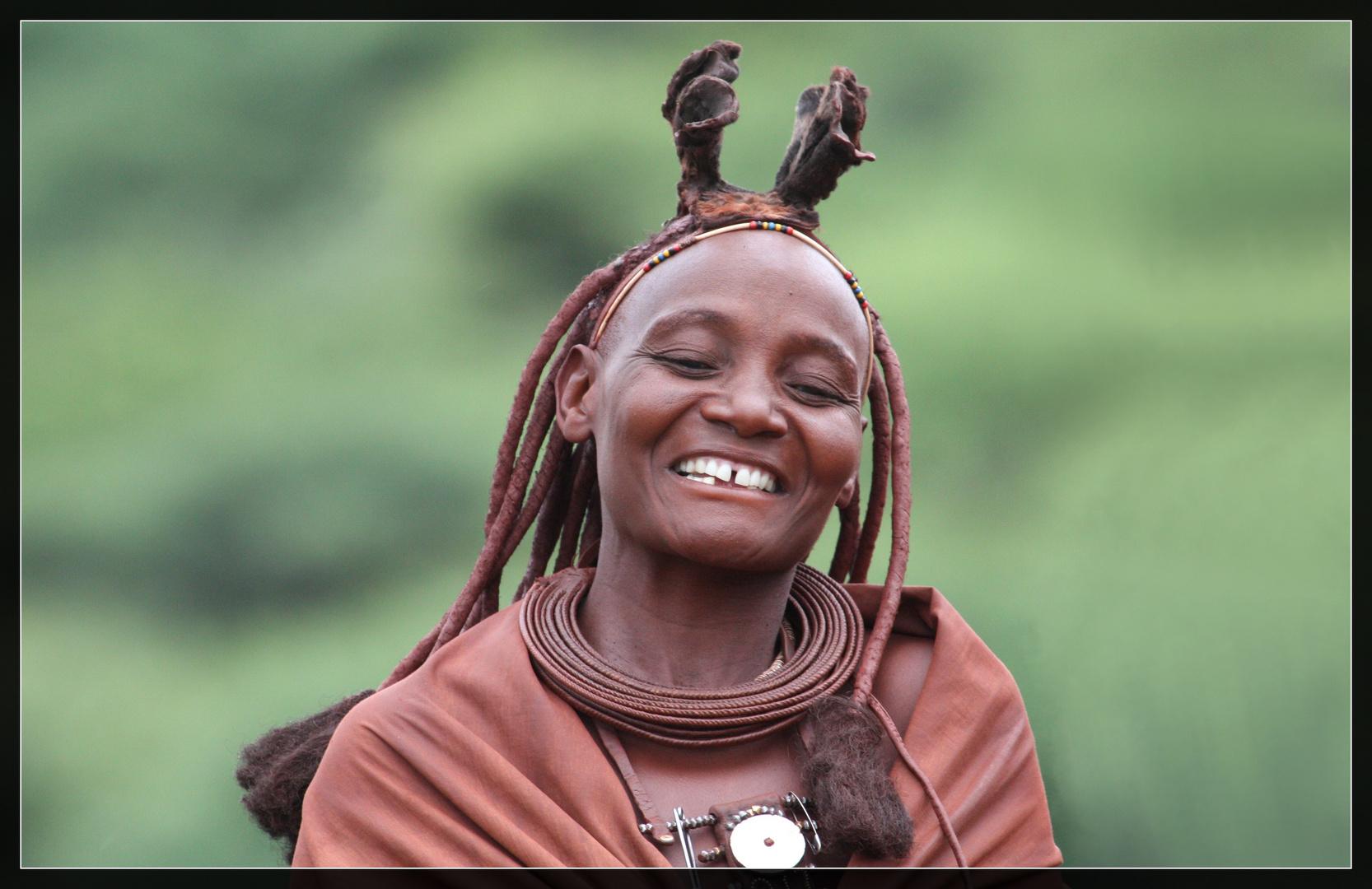 glückliche Himbafrau