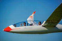Glückliche Piloten beim Zielüberflug
