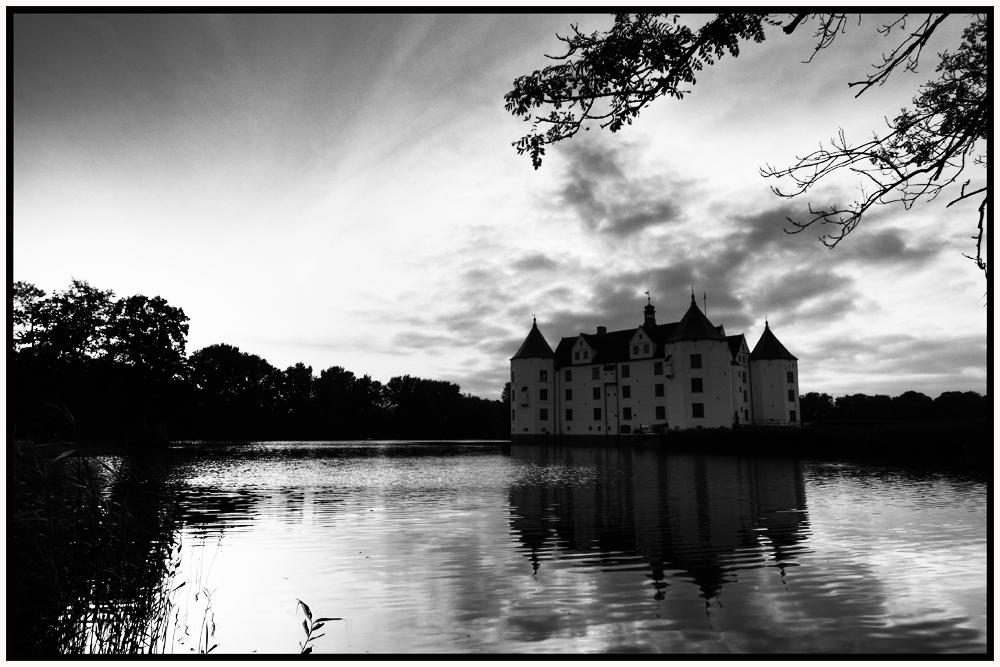 Glücksburger Schloss B&W