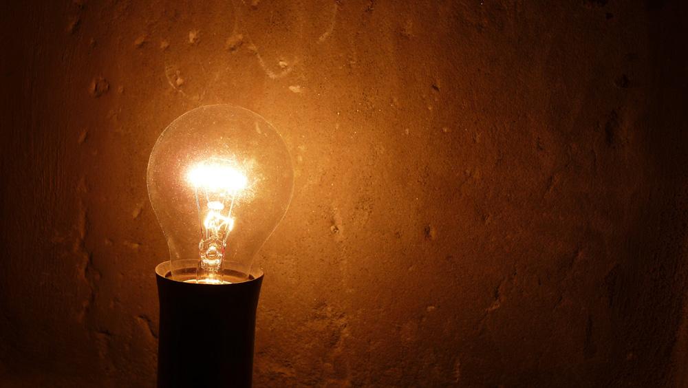 Glühbirne in Wandnische