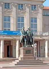 Goethe & Schiller vor Nationaltheather Weimar