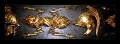 Goldene Helme und Scarabs