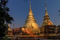 goldene tempel im abendlicht