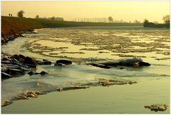 Goldener Eisgang an der Weser... - (5. der Serie: Früher gab´s Winter...)