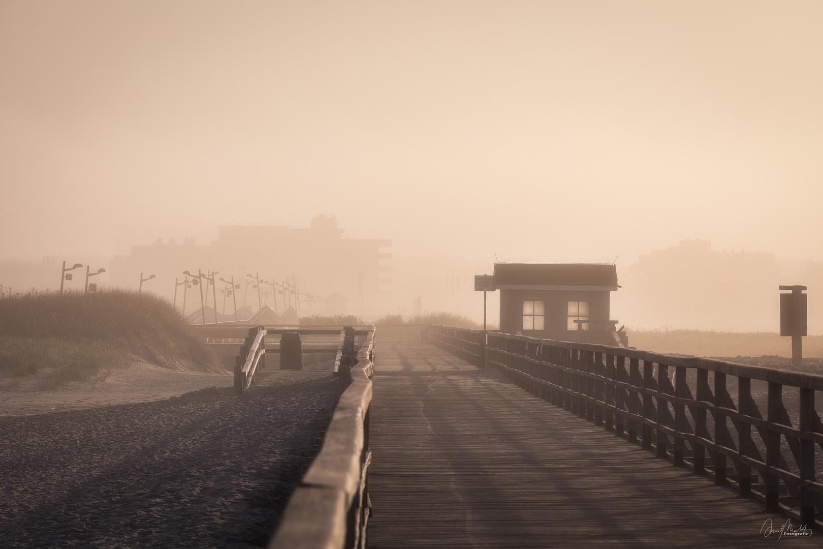 Goldener Nebelmorgen
