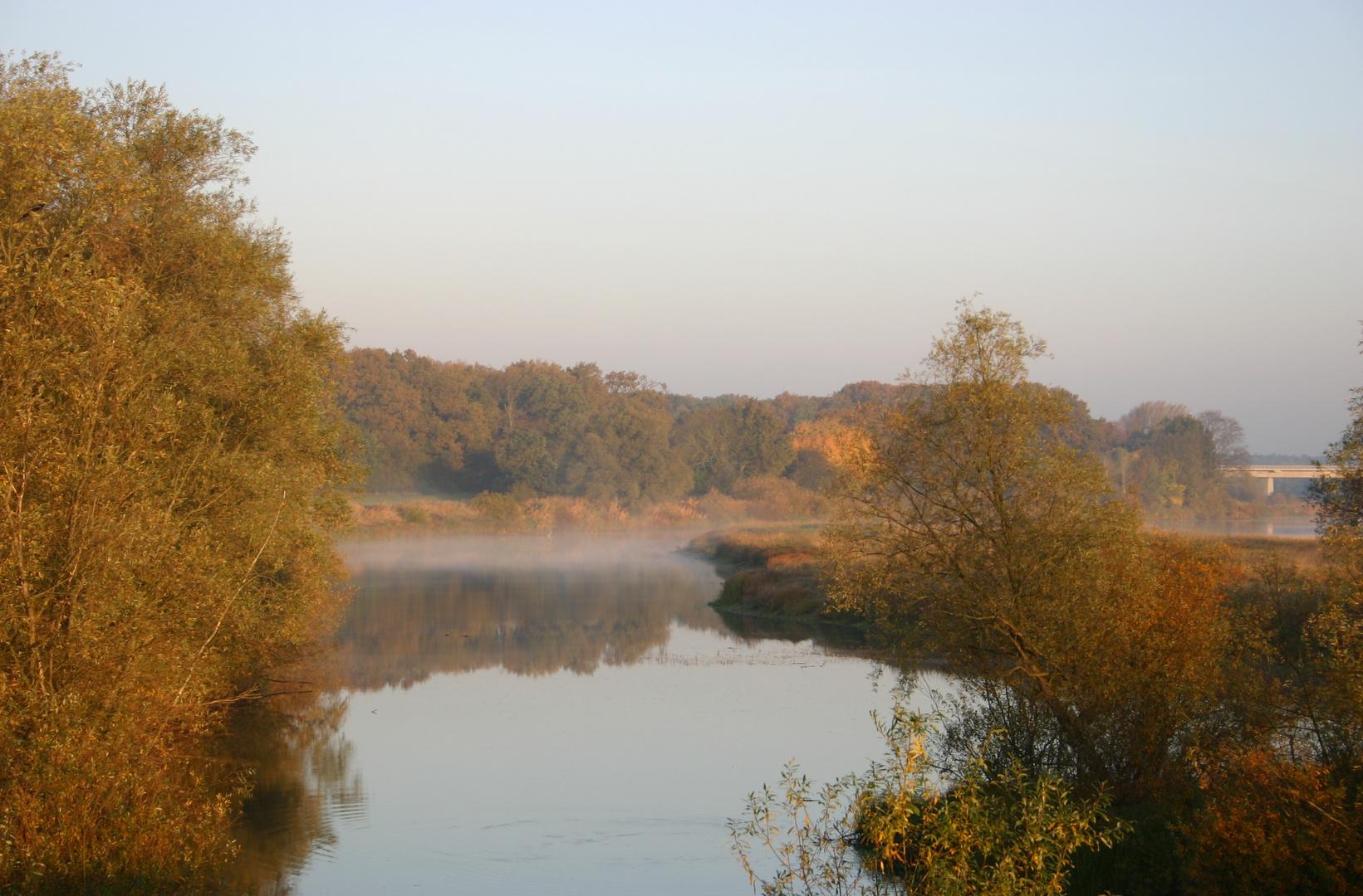Goldener Oktober am Fluss