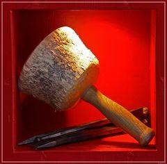 Goldenes Handwerk - Steinmetz-Werkzeuge-