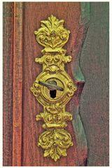 goldenes Schloss & rostiger Schlüssel