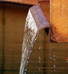 Goldenes Wasser