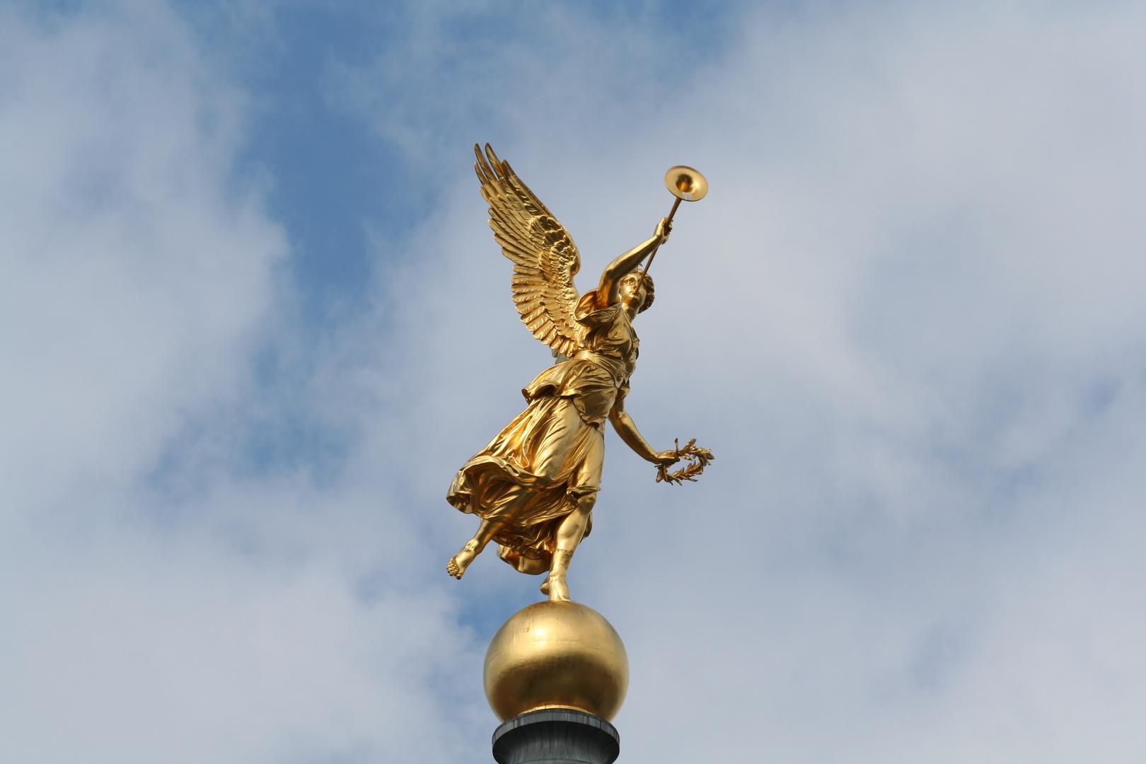 goldiger Engel