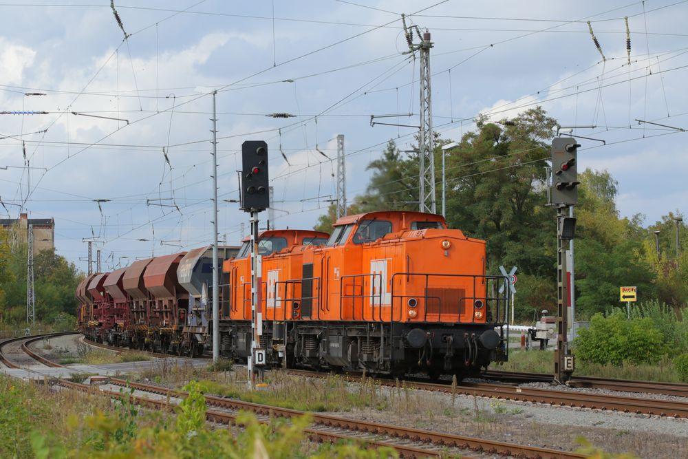 Gommern, 293 121-9 und 203 122-7