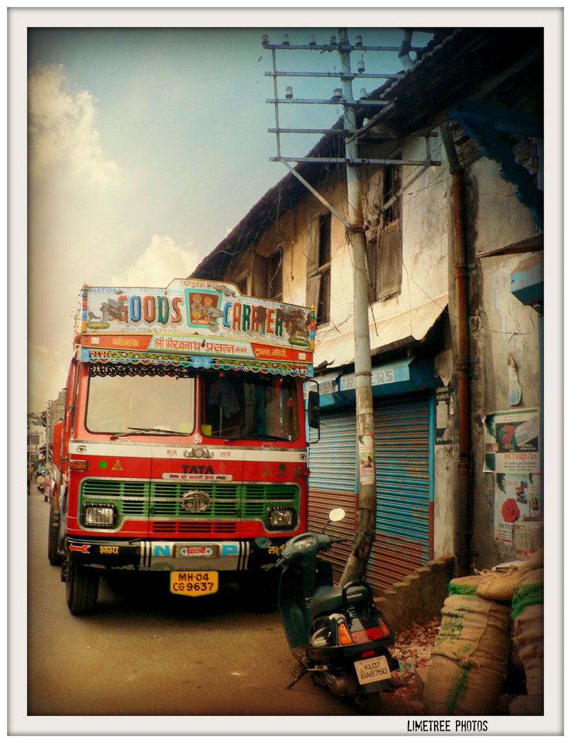 Goods Carrier in Fort Cochin