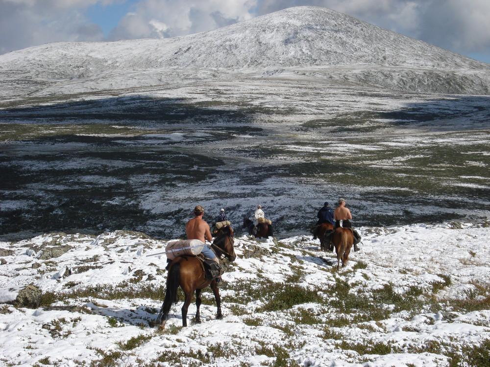 Gornij Altaj Pfadsuche im Schnee