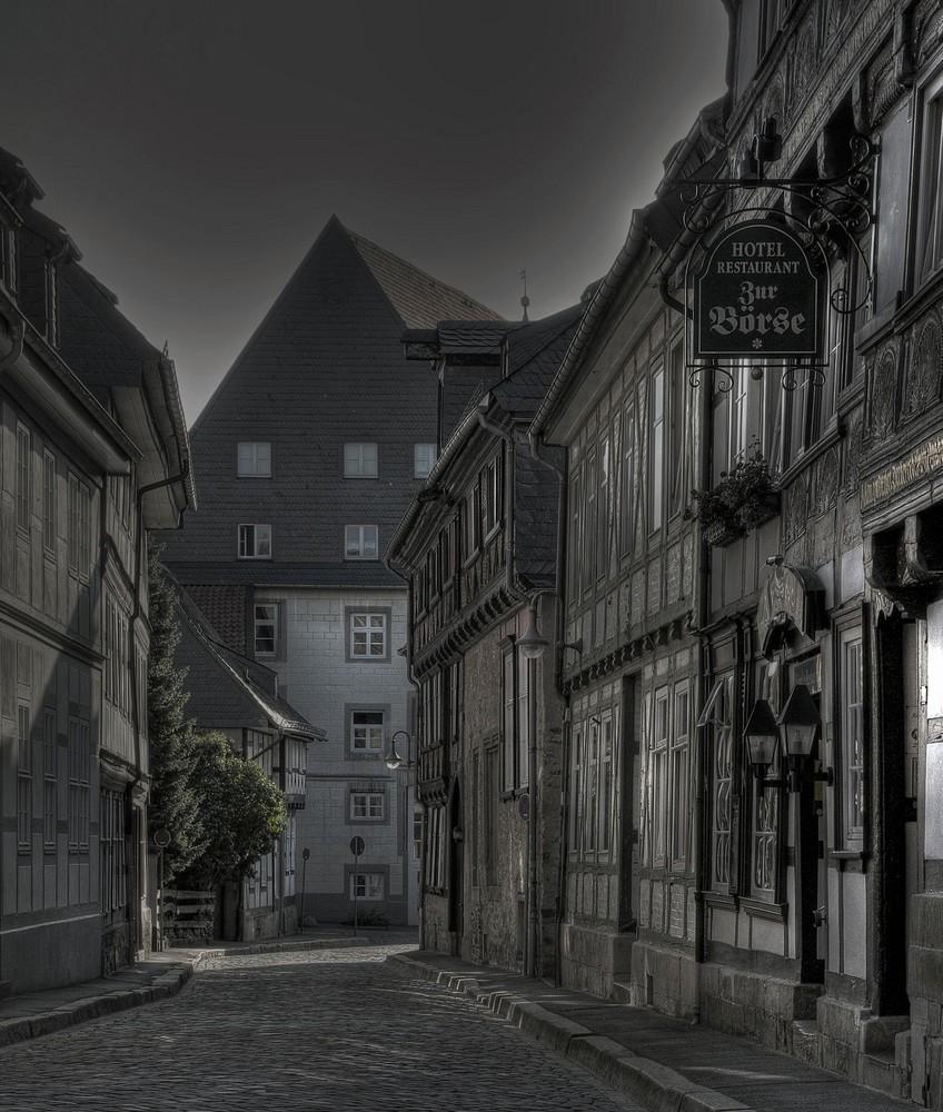 "Goslar - Oberstadt "" Entlang der Bergstrasse am Frühenmorgen """