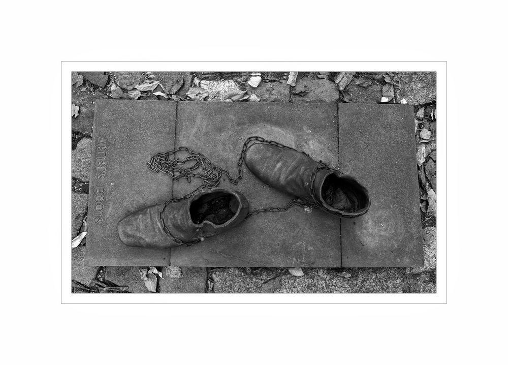 """GosLarsche Impressionen """" Moderne Kunst - Artist`s Boots """""""
