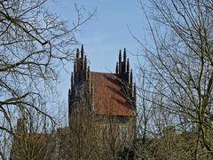 Gotischer Backsteinturm von Schloß Heessen (Stadt Hamm) aus dem 15. Jh.