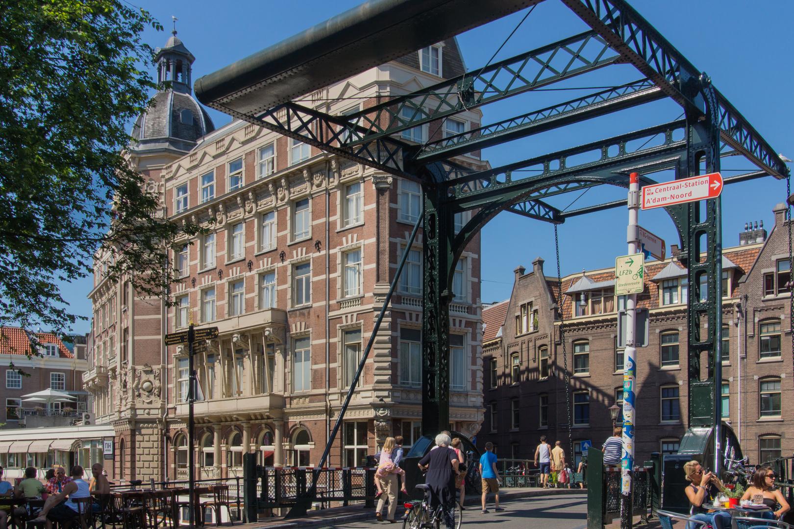 Gracht mit Zugbrücke - Amsterdam