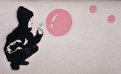 Graffito auf einer Hauswand    ..auch für Kinder !