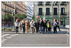 Gran Kedada Madrid 3 / Fotografos y amigos cruzando la calle GKM3