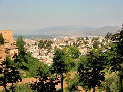 Granada, Blick von den Gärten der Alhambra.