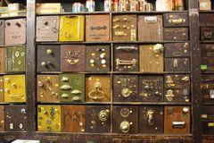 ....Grand choix de serrures, dans une petite boutique Corse...