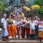 Grand family leaving Pura Melanting