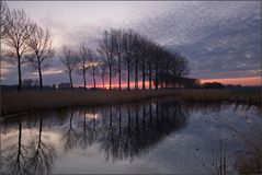Graue Wölkchen zum Sonnenaufgang