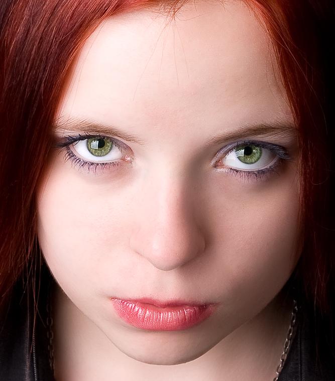 ...green eyes...