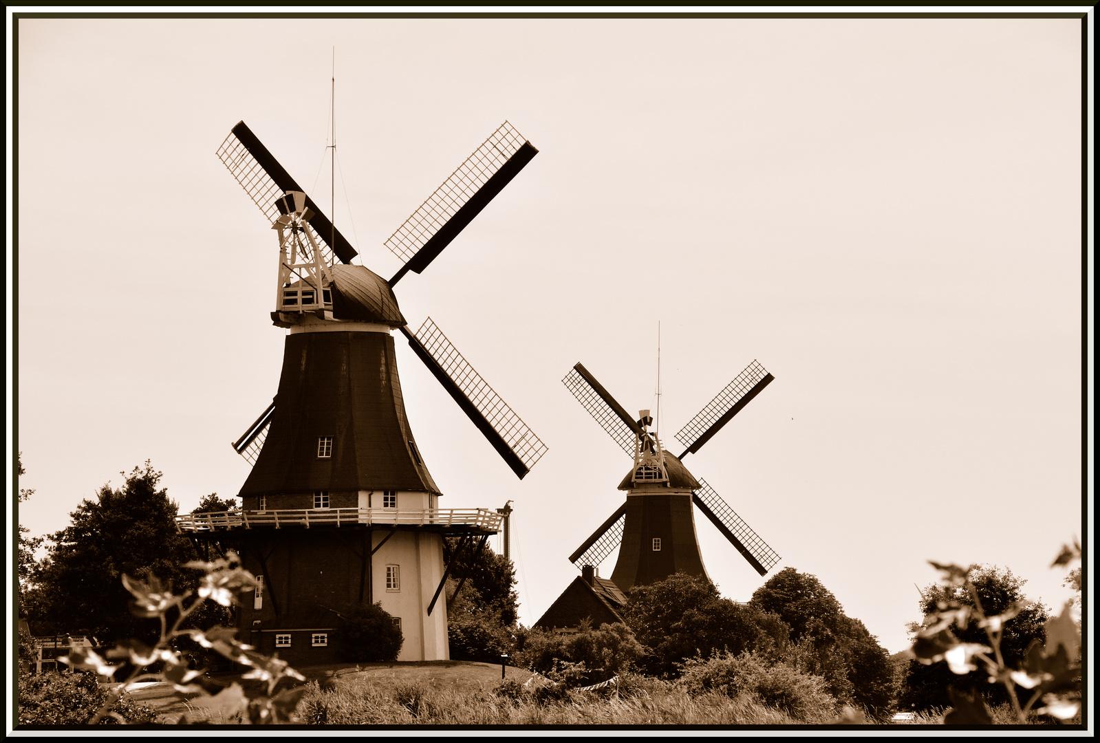 Greetsieler Zwillingsmühlen in Sepia