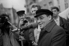 Gregor Gysi 1990 in Rostock