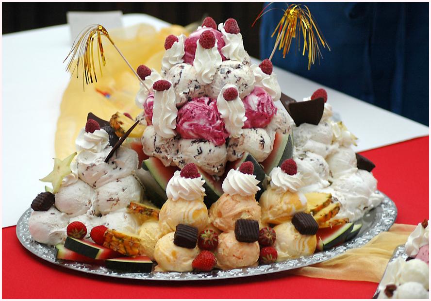 Greift zu ! Das ist eine von drei Eis-Pyramiden. Bitte auch kleine Bilder beachten !
