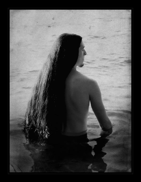 ...Grell und dunkel strömt das Leben...