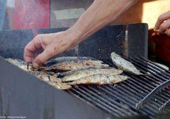 Grigliata di pesce oder eben noch im Meer jetzt auf dem Grill