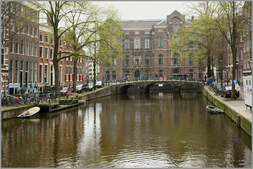 Grimburgwal mit Universität von Amsterdam