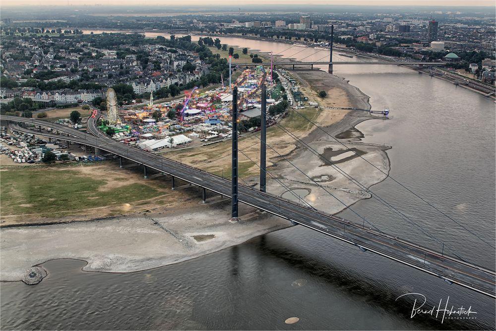 Größte Kirmes am Rhein in Düsseldorf ...