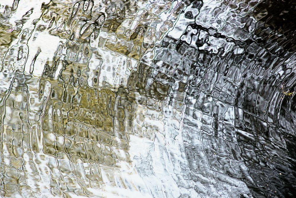 Groschenwasser Spiegelung II  ....