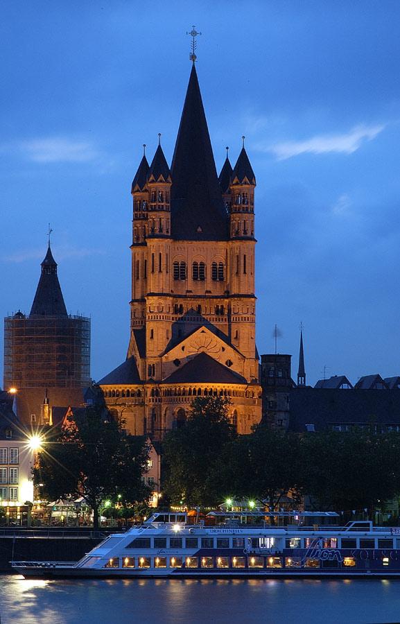 Groß St.Martin in der blauen Stunde.